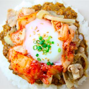 ドライカレー+スタミナ焼肉+温玉キムチ